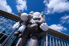 Just BeKaws (dangr.dave) Tags: fortworth tx texas cowtown tarrantcounty panthercity downtown historic architecture museumofmodernart modernartmuseum kaws statue