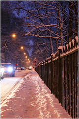 Saint Petersburg, 9:00 a.m. (alutik) Tags: russia saintpetersburg morning streetphotography street snow snowy light lanterns cars path canon 70d efs1855mmf3556iii xenon fence trees winter december
