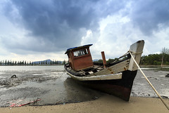 Sailing nowhere (<Pirate>) Tags: wooden boat shipwreck marina island lumut october 29th 2016 stormy sunset low tide ray masters gnd 4hard landscape manmade 1018 is stm perak