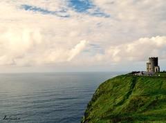 The Watcher (LeoSandriOk) Tags: cliffs moher acantilados irland irlanda dublin doolin galway green landscapes paisajes