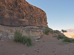 Wadi Rum  /   # 14 (schreibtnix) Tags: reisen travelling naherosten neareast  jordanien jordan  landschaft landscape wste desert wadirum felsen rocks himmel sky blau blue schatten shadow olympuse5 schreibtnix