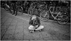 OMG! (Steve Lundqvist) Tags: monochrome blackandwhite street streetphotography nikon nikkor 24mm people guy boy read reading book libro lettura leggere bikes bw strada ragazzo germany deutschland germania berlin berlino alexanderplatz omg pose gesture wierd nerd sweatshirt felpa hood lettore lecture littrature study studing studente studiare sgobbare sit sitting borders frames edge