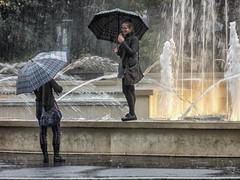 In spite of the rain... (Jean-Pierre54) Tags: milano piove giovani