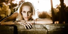** (G.Mallofret) Tags: rubia blonde desaturacion lealtad tattoo tatuajes portrait retrato gmallofret mallofret doshermanas sevilla canon6d exterior hands manos cara rostro ojos azul piercing