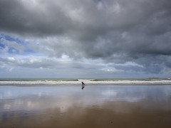 El surfista solitario ( Jorge Lizana ) Tags: olympus omdem5 mzd 1240mm cdiz playadesantamariadelmar surf nwn