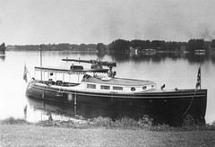 P-90-Fd-059 (neenahhistoricalsociety) Tags: dion shattuck rivers foxriver boats steamboats