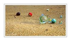 Billes (AniaPhottos) Tags: billes marbles sony ilce7m2 couleurs colors rond rondeur jeux plays sable sanfd rue street cadre