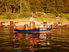 Unser Liegeplatz in der Frde (Der kleine Erich Topp) Tags: dragon leer wwii hamburg lifeboat michel hafen ostsee baltischesee kiel eckernfrde travemnde rnli atlantik lorient emden uboot laboe kielerfrde dkm adelheid mltenort u995 karldnitz dgzrs unterseeboot rnlb germansubmarine seenotretter ubootwaffe u552 erichtopp peterpetersen onkelwolf ubootbasis wikingerfahrtenmitdemrotenteufelboot ufang 7cunterseeboot uadelheid wurmflitzer waveneylifeboat harritardsen masterofthebalticsea