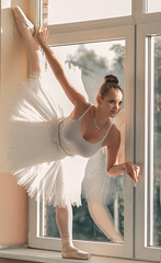 Window ballet (Tobi W I Fotografie) Tags: window girl dance swan theater fenster frau tanzen balett tehater