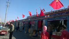 china 新疆 伊寧市 漢人街 中共國旗插在商店的大門旁。做給誰看的? (xiaozhangzhuang) Tags: china xinjiang 新疆 中國 共產黨 伊宁市