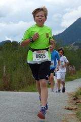 FCT 4 (Cavabienmerci) Tags: boy sports boys sport youth race children schweiz switzerland  child suisse running run runners pied runner engadin engadine lufer lauf 2015 graubnden grisons samedan coureur engadiner sommerlauf coureurs engiadina