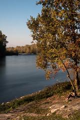 Relax.... (albi_tai) Tags: relax persona ticino nikon d750 movimento acqua autunno lettura mosso lungaesposizione lte fiumeazzurro tempilunghi albitai nikond750