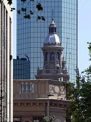 Santiago de Chile - Kathedrale vor modernen Hochhaus (Claudia L aus B) Tags: chile regionmetropolitana amerika santiagodechile 2015 sdamerika claudialeverentz