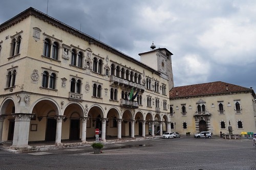 Palais des Recteurs (fin XVe), style vénitien, Piazza del Duomo, Belluno, province de Belluno, Vénétie, Italie.