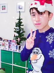 Merry Christmas! (sichunlam) Tags: christmas christmasday christmasjumper coventry frozen olaf sichunlam westmidlands unitedkingdom siishell mintchocicecream