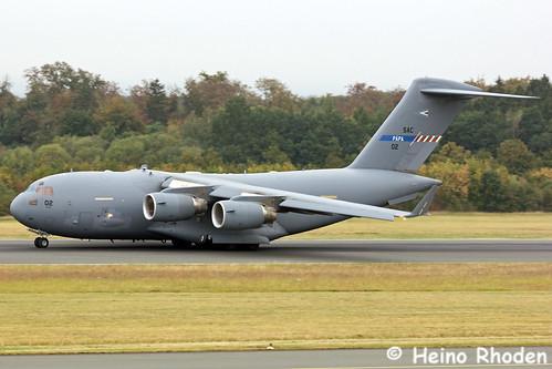 Boeing_C-17A_Globemaster_III_SAC_02