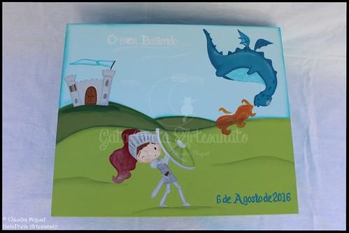 """Caixa grande de batizado """"Cavaleiro e Dragão"""""""