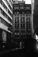 #2410 - Rua Barão de Itapetininga, sp (vintequatro10) Tags: rua street streetphotography arquitetura architecture fotografia pretoebranco pb blackandwhite bw city cityscape cidade sampa film filmisnotdead filme 35mmfilm 35mm 50mm f14 pentaxkm pentaxk1000 pentax analógica analog analogic antigo centro centrão queimandoofilme hp5 ilford