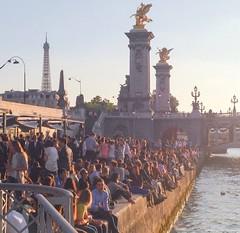 Coucher de soleil, pont Alexandre III, paris (odeh3) Tags: rosaseine quaideseine afterwork sunset toureiffel pontalexandre3 coucherdesoleil paris