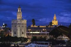 Hora Azul en Sevilla (PRiC) Tags: sevilla torre oro giralda guadalquivir rio azul hora anochecer sunset