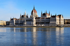 BUDAPEST / Parlamento, Orszghz I (Noviembre, 2016) (Sal Tuon Loureda) Tags: budapest parlamento rio river danubio arquitectura architecture parliament building edificio hungra hungarian hungary nikon viajes travel