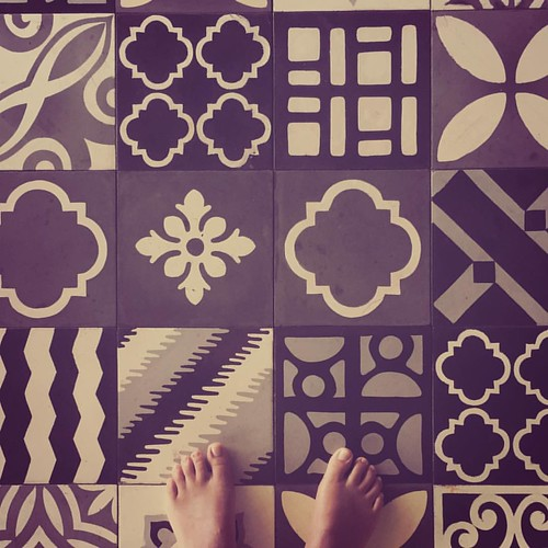 Fluffy Pussy  #me #myself #feet #floor #tiles #geometric #pattern #lines #design #barefeet #roots