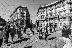 Milano (sgarzulino) Tags: people milan milano italy bw blackwhite samyang 10mm nikon d5000 wideangle grandangolo