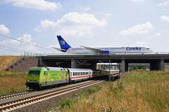 101 067 und Condor Boeing 757 (Zugbild) Tags: eisenbahn zug bahn train db sachsen leipzig halle flughafen lej br101 boeing goneo wm2006