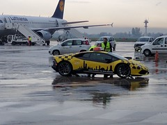 Lamborghini Huracan в аэропорту Болоньи