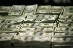 Dollar continues to hover at 14-year highs in quiet trade (majjed2008) Tags: 14year continues dollar highs hover quiet trade