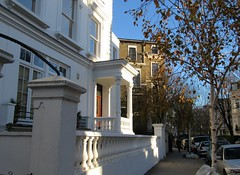 Notting Hill, London (Dan_DC) Tags: residential neighborhood nottinghill london england unitedkingdom street houses white