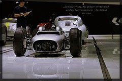 (Blüte_dieser_Zeit) Tags: auto porsche museum zitat spiegelung sportwagen grau metallic