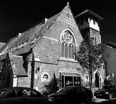 Eglwys Gynulleidfaol Saesneg / English Congregational Church, Aberystwyth (Rhisiart Hincks) Tags: chapel capel caibeal eglwys iliz eliza eaglais church eglos glisa esglsia glise biseric chiesa iglesia kirche   kirik  anyia addoldy aberystwyth ceredigion duagwyn gwennhadu dubhagusgeal dubhagusbn zuribeltz czarnobiae blancinegre blancetnoir blancoynegro blackandwhite  zwartenwit mustajavalkoinen crnoibelo ernabl schwarzundweis  bw feketefehr melnsunbalts juodairbalta negruialb siyahvebeyaz rnoinbelo   nevezchotek nogothique adfywiadgothig gothicrevival ewrop europe europa kembra wales cymru achuimrigh kembre gales galles anbhreatainbheag