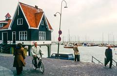 Pays-Bas 1977 (JiPiR) Tags: nld paysbas provincienoordholland volendam cdiapo