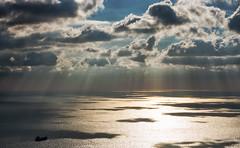 Seguendo_la_luce (Danilo Mazzanti) Tags: danilo danilomazzanti mazzanti wwwdanilomazzantiit fotografia foto fotografo photos photography mare raggisolari nave viaggio luce nuvole