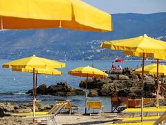 (givanna) Tags: mare palinuro campania giallo azzurro ombrelloni cilento