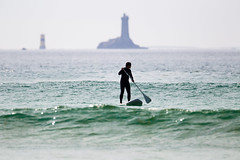 Pointe du Raz (Franois Doroth) Tags: ocean sea mer sports water sport brittany eau surf waves board paddle wave bretagne surfing atlantic vague vagues swell houle finistre atlantique ocan pointeduraz baiedestrpasss standuppaddle