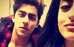 Big B's GD Navya Takes A Selfie With SRK' Son Aryan (Lazzycow) Tags: shahrukhkhan saifalikhan aryan bigb khushi sridevi amitabhbacchan