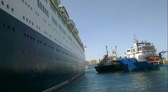 QE2 Dubai Dry Docks 2009 (Louis De Sousa) Tags: port rashid dubai qe2 legend cunard dry dock nakheel dp world queenelizabeth2 portrashid dpworld