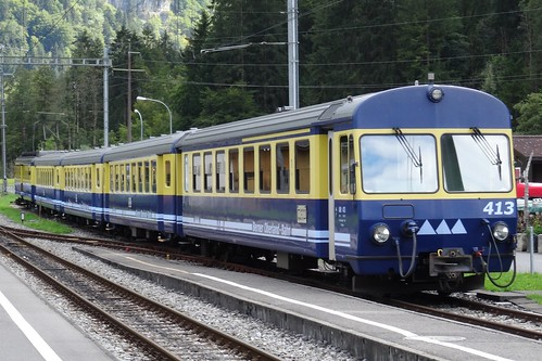BOB Shuttle train entering the station of Zweilütschinen.