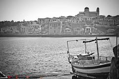 η παλια βαρκα- b/w (Love me tender ♪¸.•*´¨´¨*•.♪¸.•*´) Tags: november sea monochrome architecture landscape photography boat blackwhite flickr 2015 galaxidi seascpae nikond3100 dimitrakirgiannaki nmosvoiotias