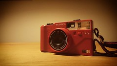 'Yashica MF3 Super' - who needs a Lomo when there are loads of other fun cameras with the plastic feel lying around on flea markets for a fraction of the price of a new Lomo? #Yashica #MF3 #plastic #photography #cameraporn #ishootfilm #35mm #buyfilm #comp (Ronald's Photo Factory - www.ronaldgiebel.eu) Tags: instagramapp square squareformat iphoneography uploaded:by=instagram yashica mf3 super cameraporn camera 35mm red wwwronaldgiebeleu ishootfilm film compact compactcamera