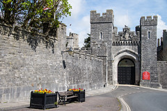 Arundel - Castle Gate Exit London Road (Le Monde1) Tags: arundel howard dukeofnorfolk lemonde1 nikon d610 town castle cathedral romancatholic market westsussex england county uk southdowns riverarun frenchgothic architect josephaloysiushansom gate exit londonroad