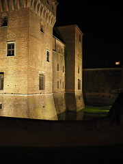 Mantova_081_1718 (Dubliner_900) Tags: olympus omdem5markii micro43 paolochiaromonte mzuikodigital17mm118 mantova mantua lombardia notturno nightshot handheld riflessi reflections castello castle