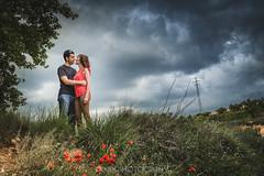 Prenoces A i R (Idranx) Tags: vinyard wedding love couple nature color sky storm tempesta nuvol parella amor prenoces preboda pareja natura naturaleza amapola rosella