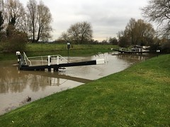 Keg worth Flood Lock (Sam Tait) Tags: keg worth flood lock river soar