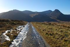 Glyderau from the icy track to Ffynnon Llugwy reservoir (OMG285) Tags: snowdonia carneddau snow winter mountain landscape ffynnon llugwy ice tryfan glyder fawr fach