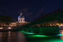 Pont des Arts (Juan Ig. Llana) Tags: paris ledefrance francia pontdesarts puentedelasartes rio sena institutodefrancia nocturna lanuitblanche nocheenblanco nocheblanca luces colores verde institutdefrance