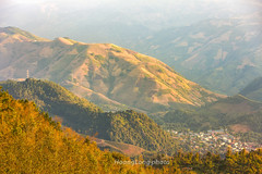 K8033+35.1016.T Xa.Bc Yn.Sn La. (hoanglongphoto) Tags: asia asian vietnam northvietnam northwestvietnam outdoor afternoon sunlight sunny sunnyafternoon landscape scenery vietnamlandscape vietnamscenery vietnamscene mountain mountainouslandscape sierra flank dale town bacyentown hdr nature canoneos1dsmarkiii canonef70200mmf28lisiiusmlens tybc snla bcyn txa ngoitri phongcnh thinnhin buichiu nng nngchiu ni dyni snni thunglng thtrn thtrnbcyn