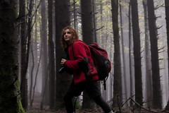Little Red Ridinghood (Strocchi) Tags: little red ridinghood wood girl ragazza rosso fog nebbia trees alberi canon eos6d 24105mm
